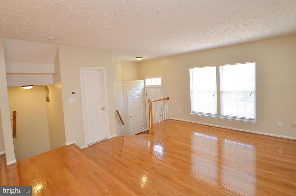 Living Room with Refinished Hardwood Floors - 14091 WINDING RIDGE LN, CENTREVILLE