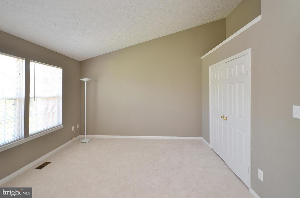 Master Bedroom with Vaulted Ceiling - 14091 WINDING RIDGE LN, CENTREVILLE