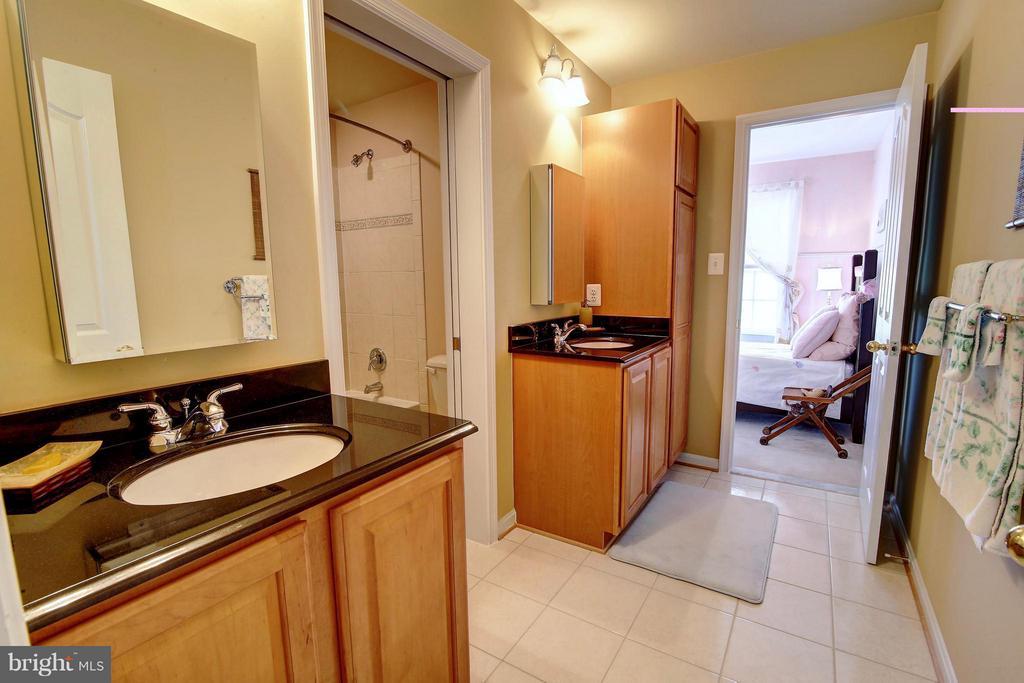 Bath - 39131 IRISH CORNER RD, LOVETTSVILLE