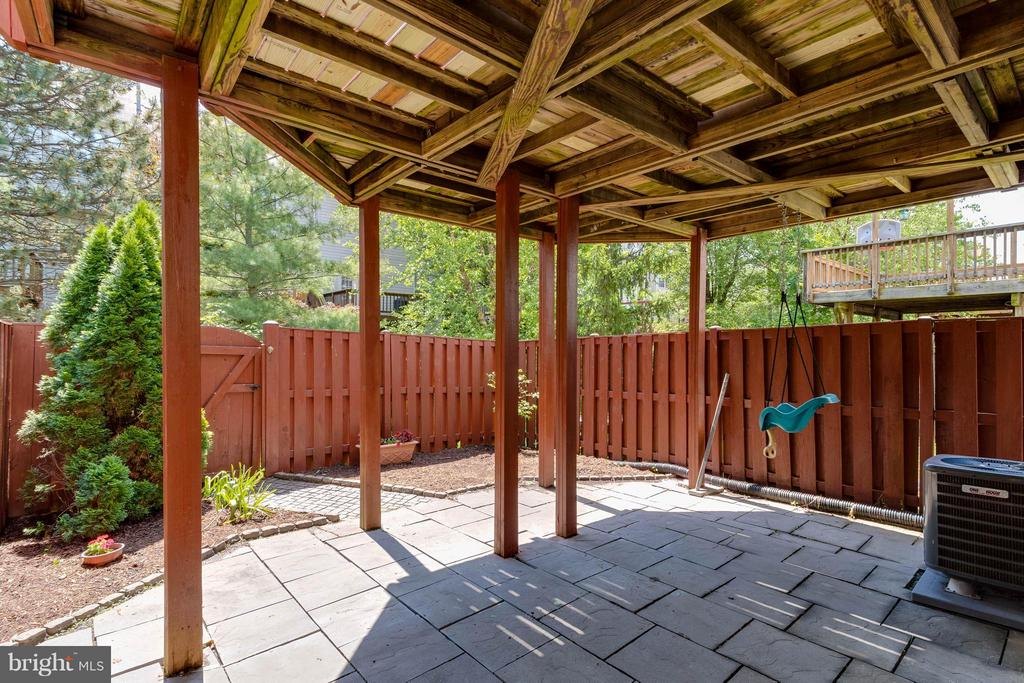 Beautifully Landscaped Rear Yard and Patio - 13131 COPPER BROOK WAY, HERNDON