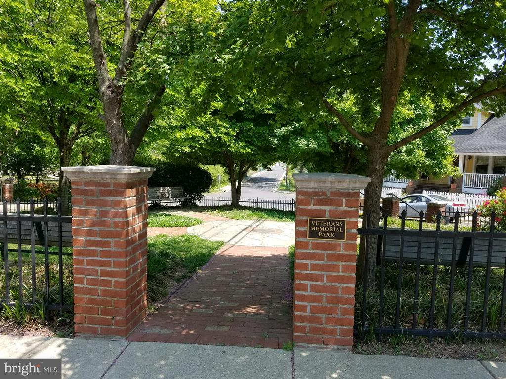 View of Veterans Park - 3701 JACKSON AVE, BRENTWOOD