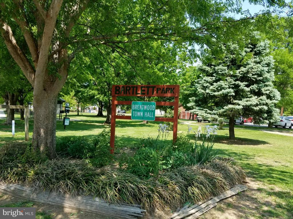 Community Park - 3701 JACKSON AVE, BRENTWOOD