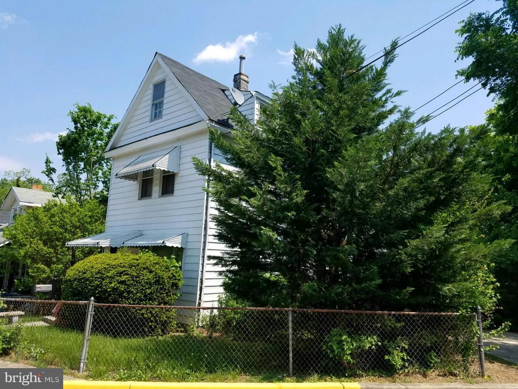 Exterior Facade - 3701 JACKSON AVE, BRENTWOOD