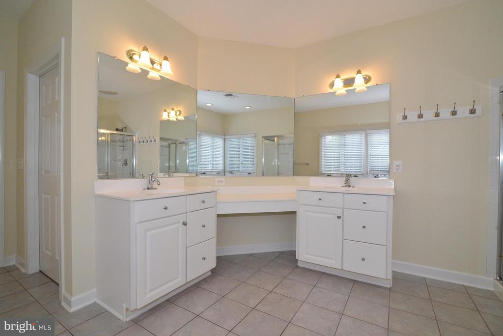 Bath (Master) - 43152 LAUGHING QUAIL CT, ASHBURN