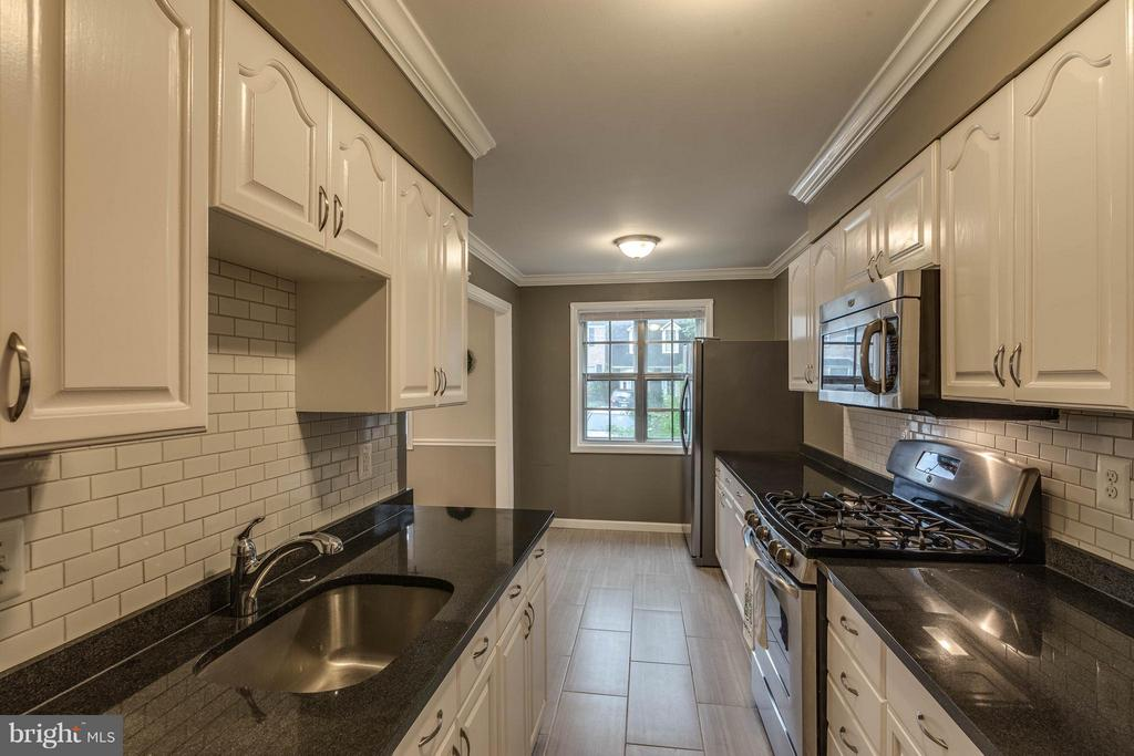 View - 9820 LAKEPOINTE DR, BURKE
