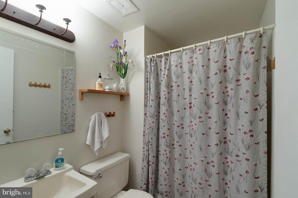 Bath - 12699 GREENHALL DR, WOODBRIDGE