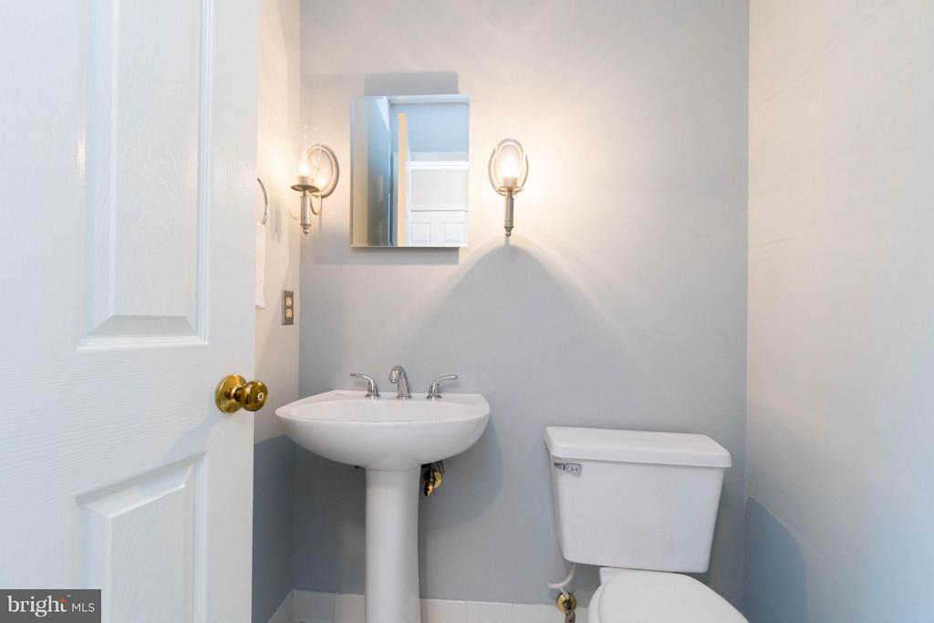 Main level half bath - 117 ELKRIDGE WAY NE, LEESBURG