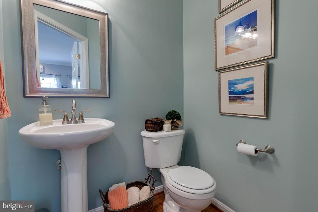 Main Level Half Bath - 524 RUGBY CT, PURCELLVILLE