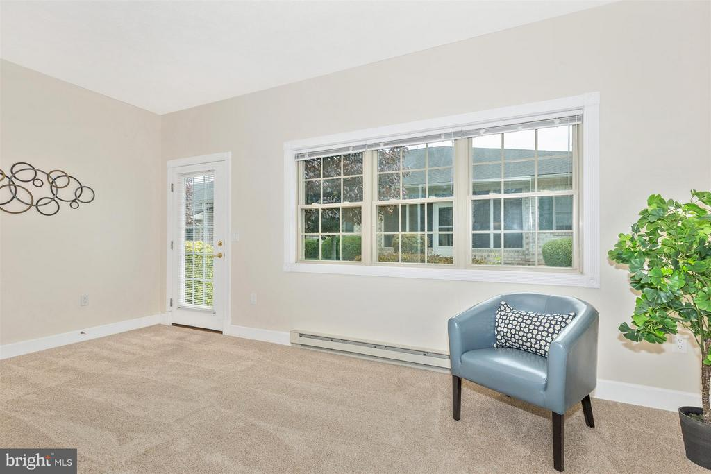 Beautiful finished sunroom off Master! - 13075 LITTLE HAYDEN CIR, HAGERSTOWN