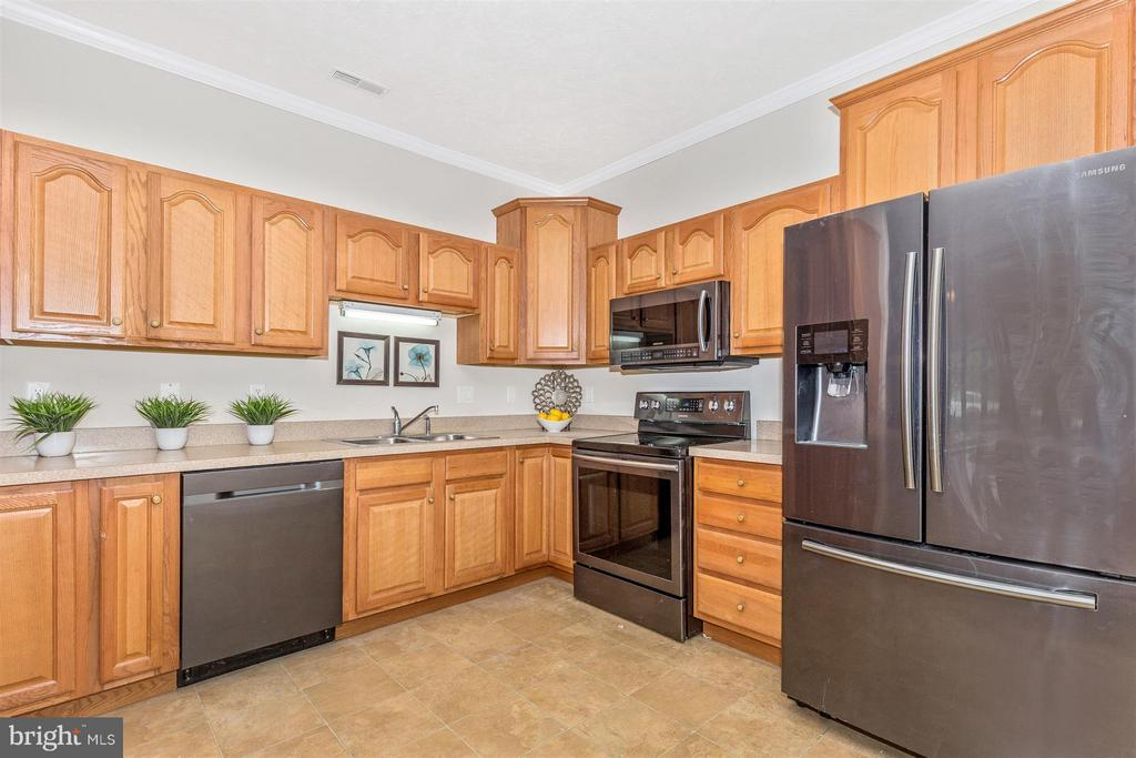 Stainless steel appliances! - 13075 LITTLE HAYDEN CIR, HAGERSTOWN