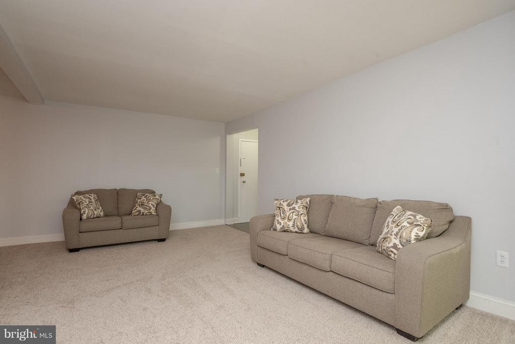 Living Room - 3360 WOODBURN RD #23, ANNANDALE