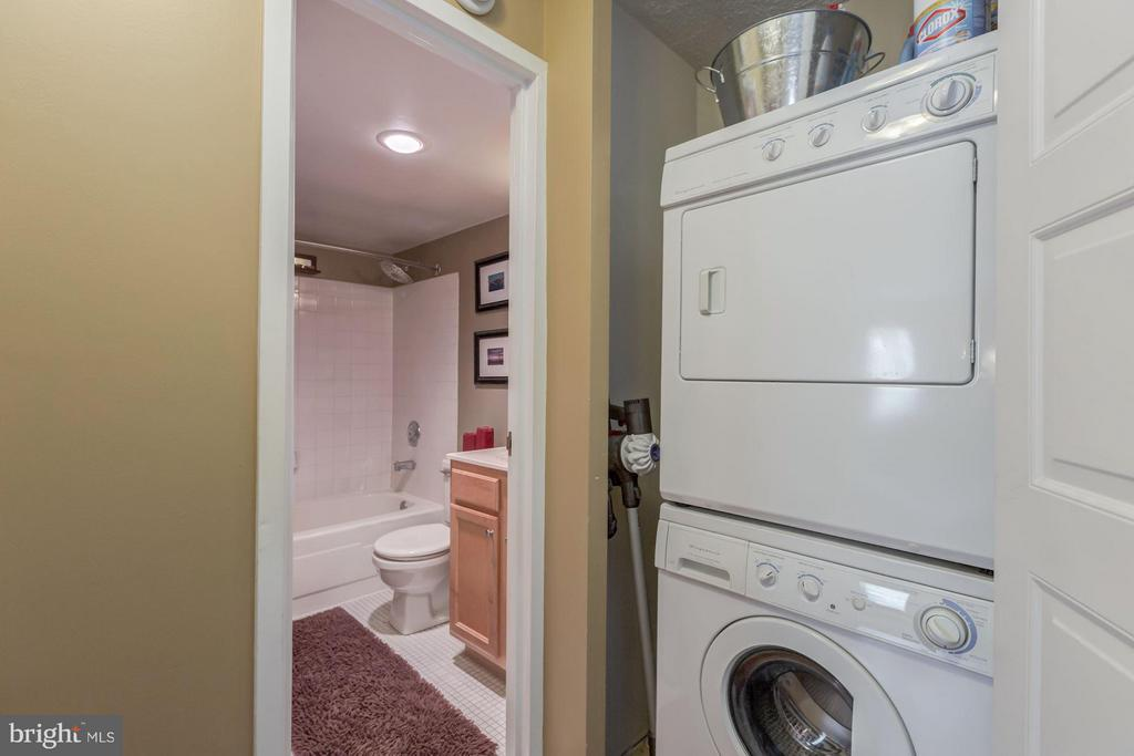 Stacked Laundry Conveniently Located Next to Bath - 4500 FOUR MILE RUN DR S #334, ARLINGTON