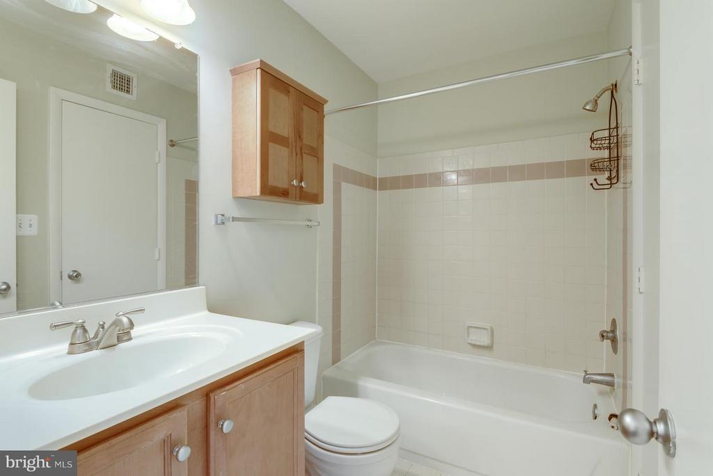 Bath - 1732 ASCOT WAY #E, RESTON