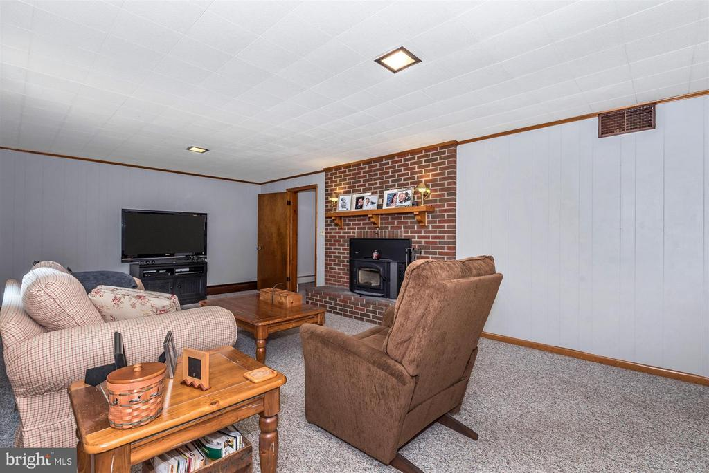 Family Room - 6105 PEMBROOK ST, FREDERICK