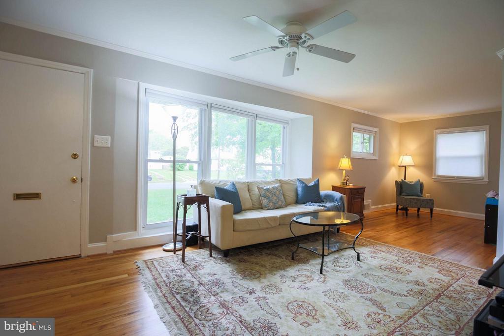 Living Room - 6721 SWARTHMORE DR, ALEXANDRIA