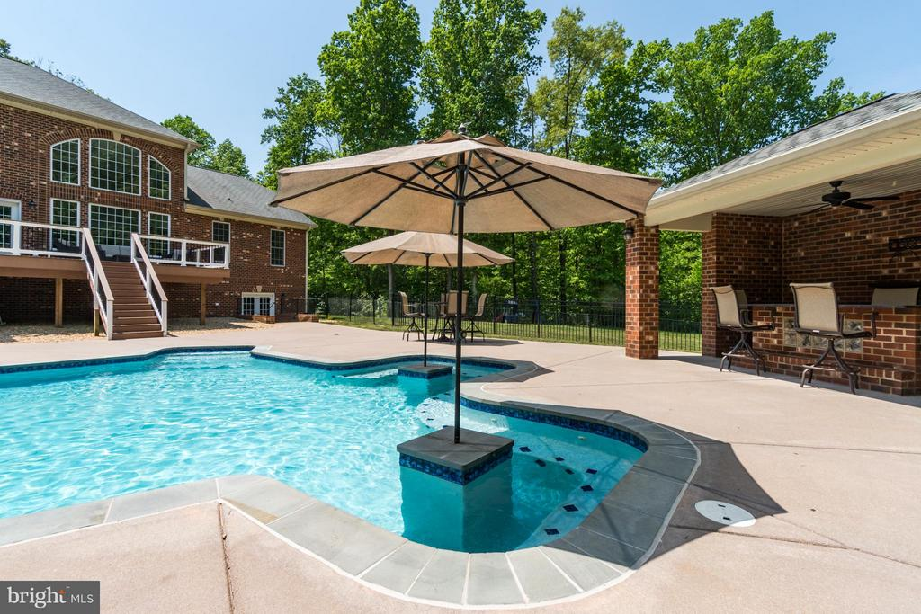 Heated salt water pool - 7320 TANGLEWOOD RD, SPOTSYLVANIA