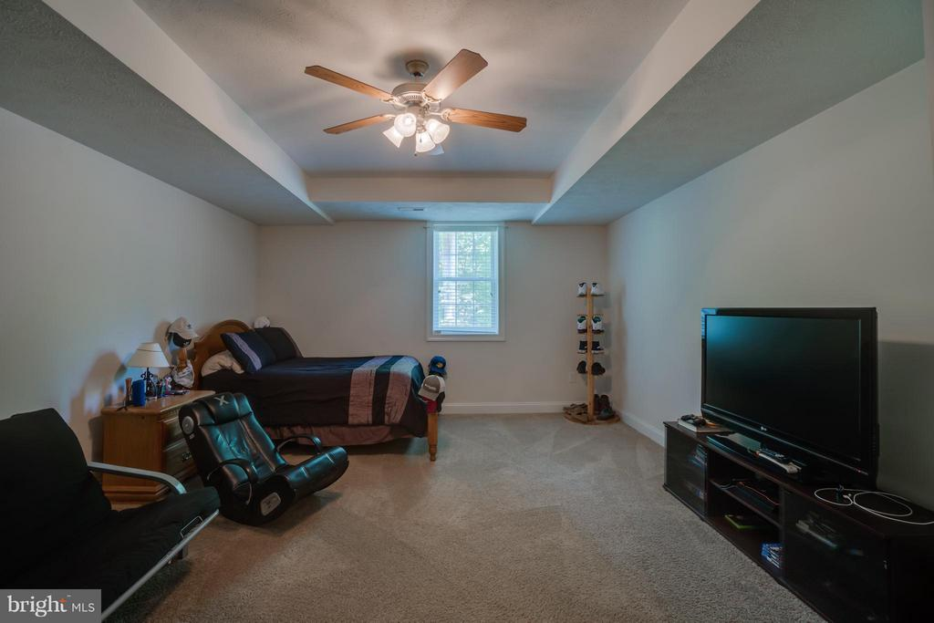 6th bedroom or additional office/den/study - 7320 TANGLEWOOD RD, SPOTSYLVANIA