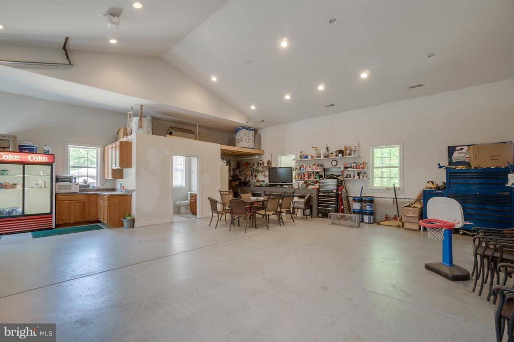interior detached garage (one side) - 7320 TANGLEWOOD RD, SPOTSYLVANIA