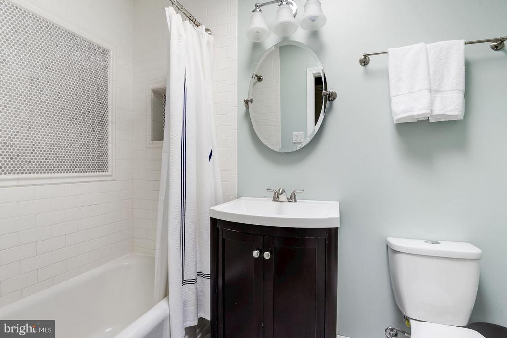 Sleek ceramic tiled shower - 3823 CALVERT ST NW, WASHINGTON