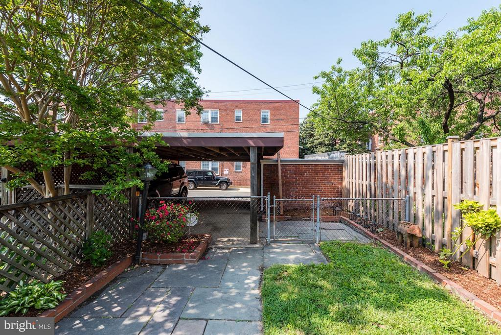 private yard - 3823 CALVERT ST NW, WASHINGTON