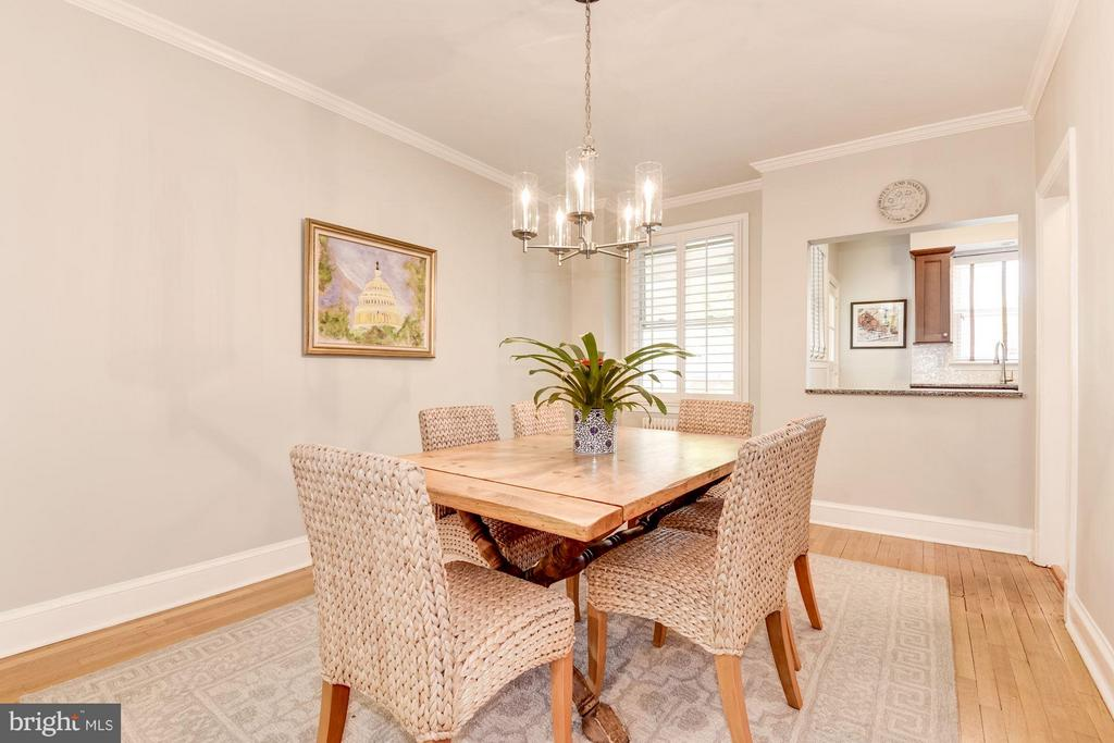 Dining room opens to kitchen pass-through - 3823 CALVERT ST NW, WASHINGTON