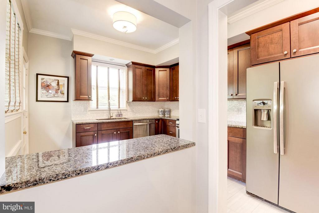 Updated and pristine , granite , SS appliances - 3823 CALVERT ST NW, WASHINGTON