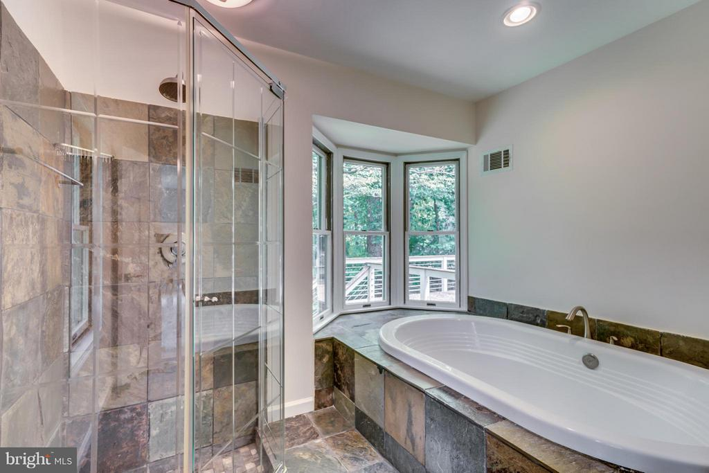 Bath (Master) - 379 WILLOW CT, WARRENTON