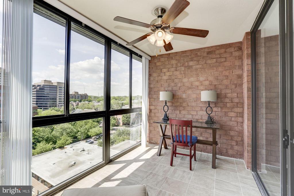 SUNROOM - BONUS ROOM PERFECT FOR A HOME OFFICE! - 1024 UTAH ST #913, ARLINGTON