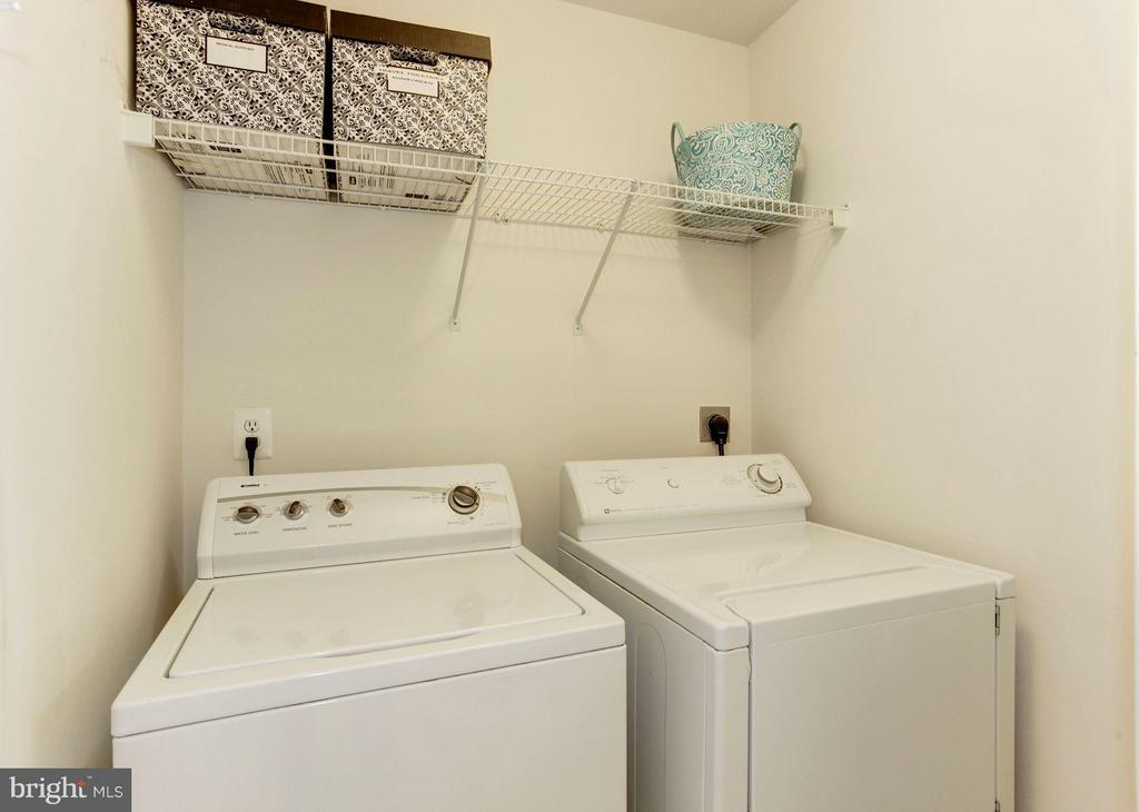 LAUNDRY ROOM - LOCATED ON UPPER LEVEL OF HOME - 4572 FAIR VALLEY DR, FAIRFAX