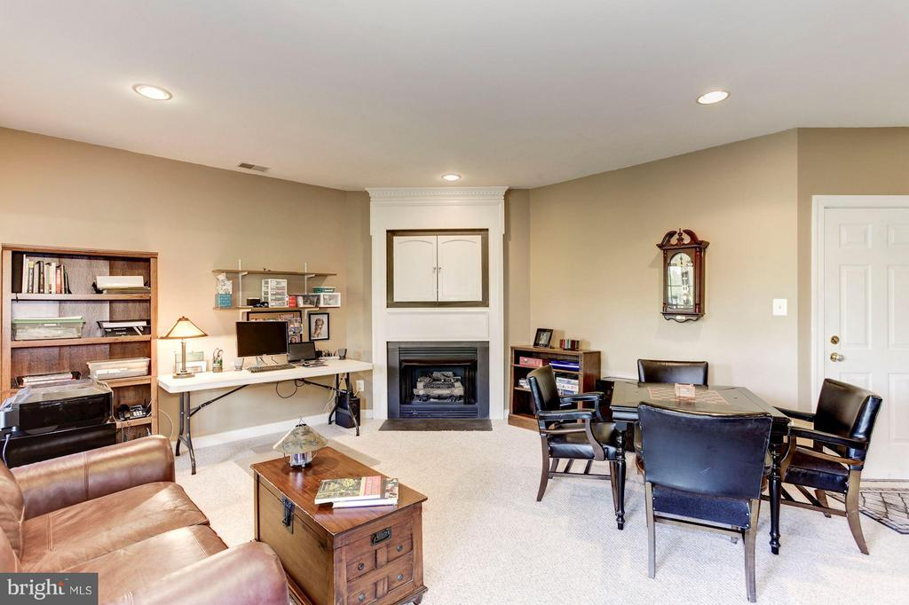 REC ROOM - PERFECT AS A HOME OFFICE or 2ND LVG RM - 4572 FAIR VALLEY DR, FAIRFAX