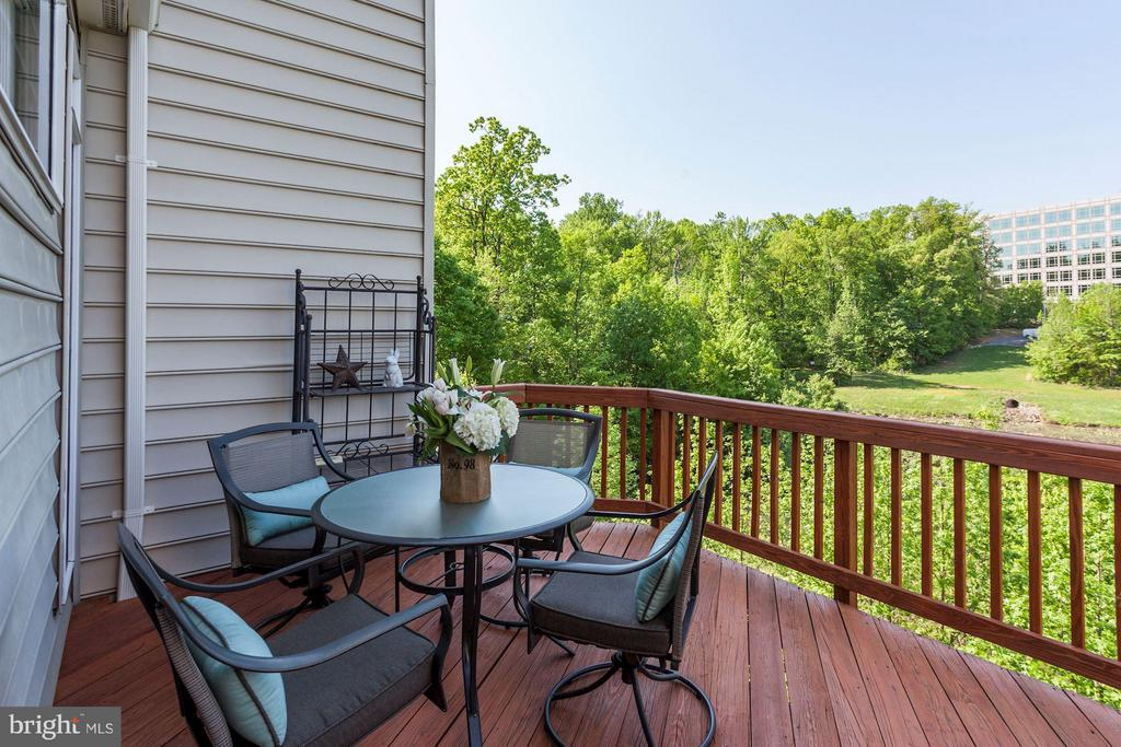 DECK - OVERLOOKS LAKE - BREATHTAKING VIEWS! - 4572 FAIR VALLEY DR, FAIRFAX