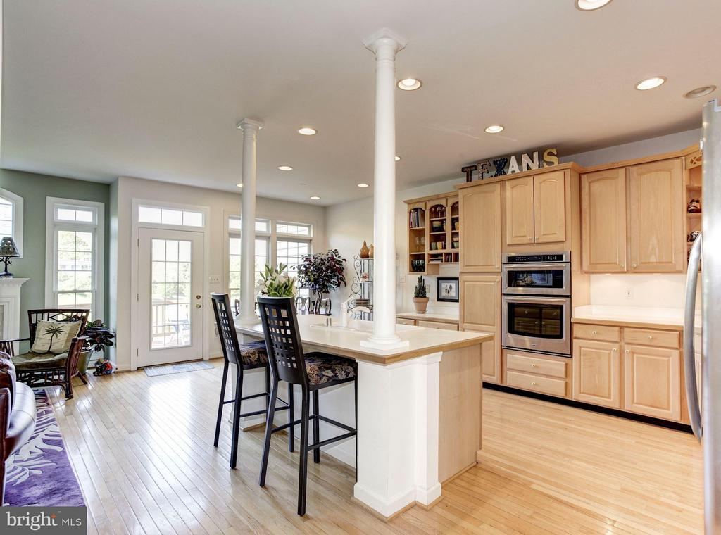 KITCHEN - RECENTLY UPGRADED STAINLESS STEEL APPS! - 4572 FAIR VALLEY DR, FAIRFAX