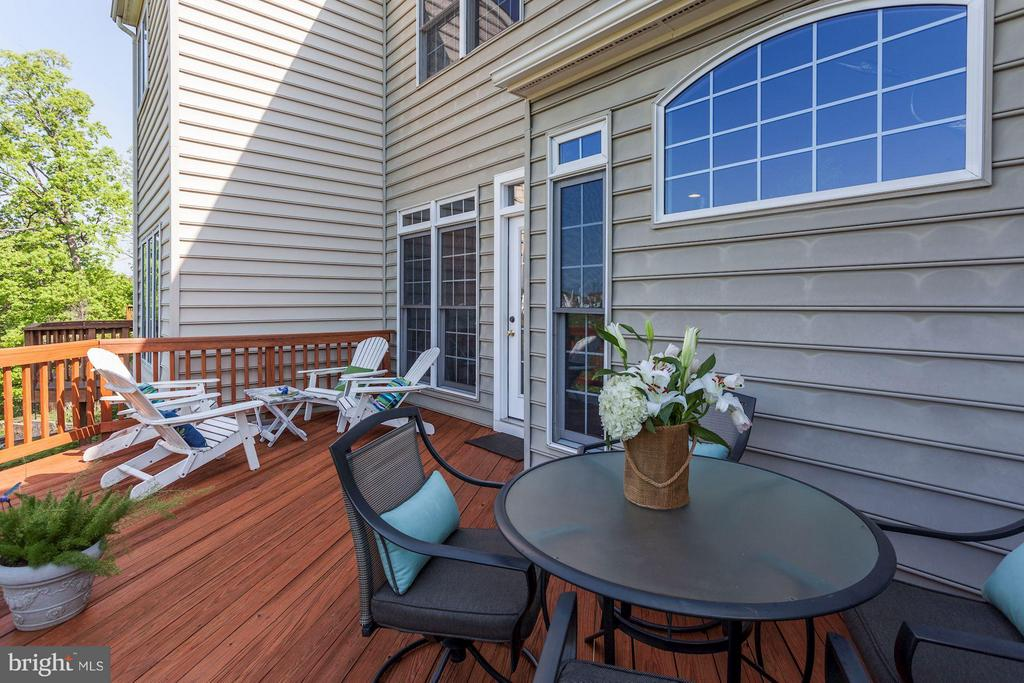 DECK - FRESHLY STAINED (MAY 2018) - GORGEOUS VIEWS - 4572 FAIR VALLEY DR, FAIRFAX