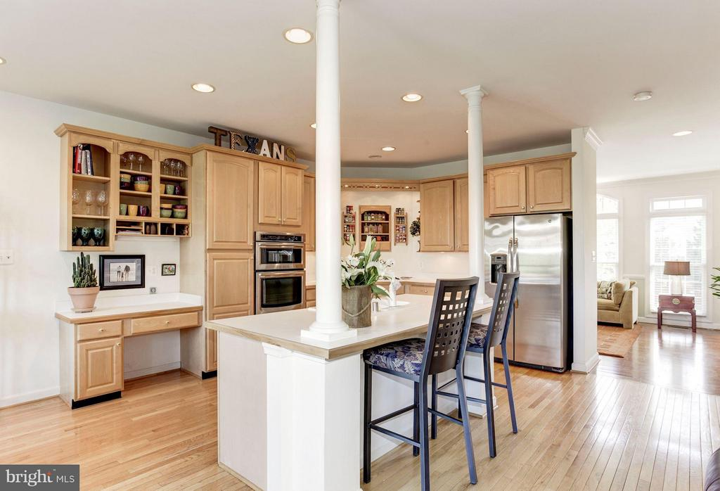 KITCHEN - ISLAND, BREAKFAST BAR FOR CASUAL DINING! - 4572 FAIR VALLEY DR, FAIRFAX