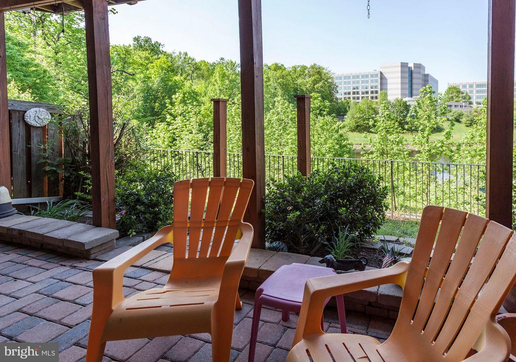 PATIO with BRICK PAVERS and STUNNING LAKE VIEWS! - 4572 FAIR VALLEY DR, FAIRFAX