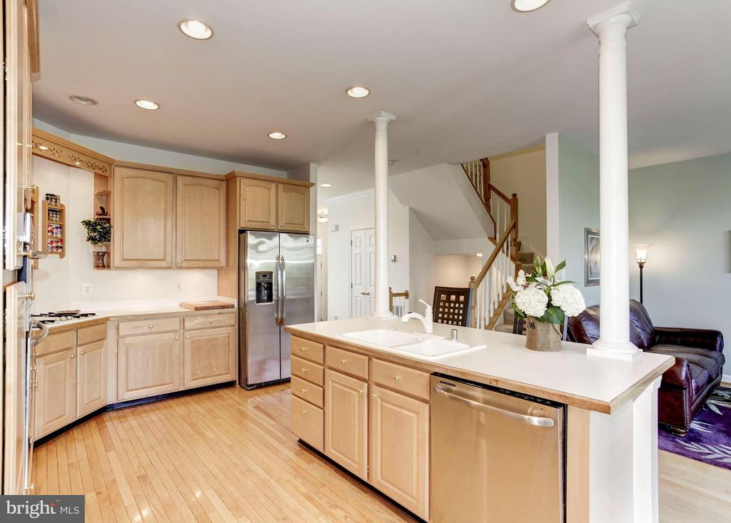 KITCHEN - TREMENDOUS AMT OF CABINETS FOR STORAGE! - 4572 FAIR VALLEY DR, FAIRFAX