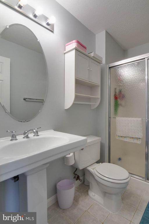 Hall Bath - 103 PROSPERITY AVE SE #E, LEESBURG