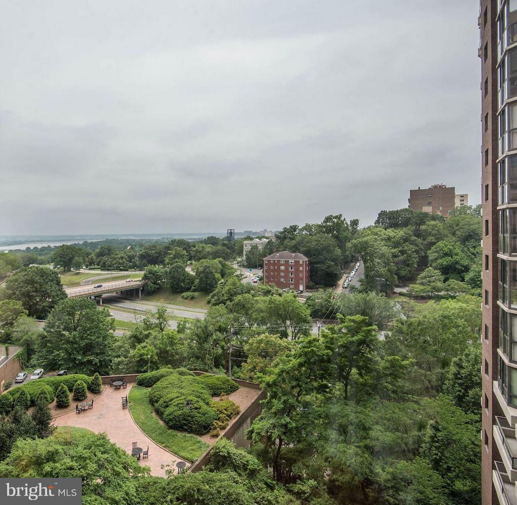 View - 1600 OAK ST N #708, ARLINGTON