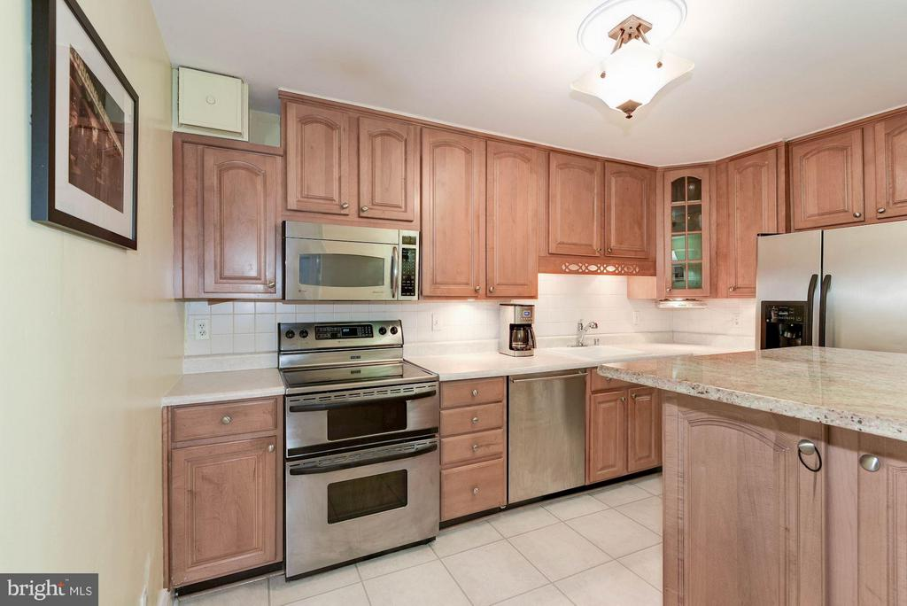 Kitchen - 1600 OAK ST N #708, ARLINGTON