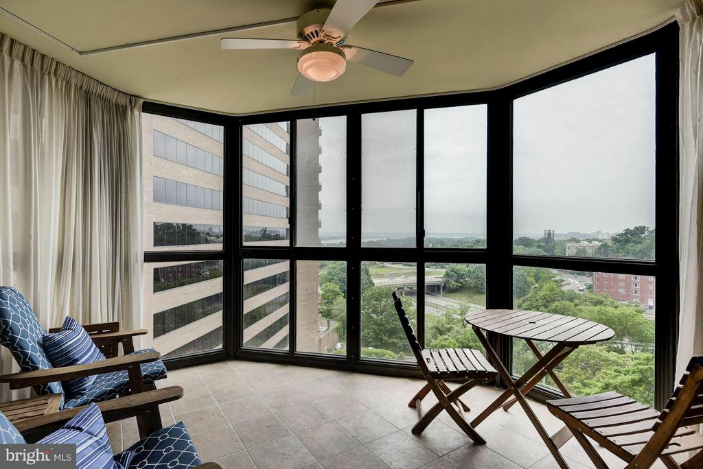 Views of Potomac River and Iwo Jima Memorial - 1600 OAK ST N #708, ARLINGTON