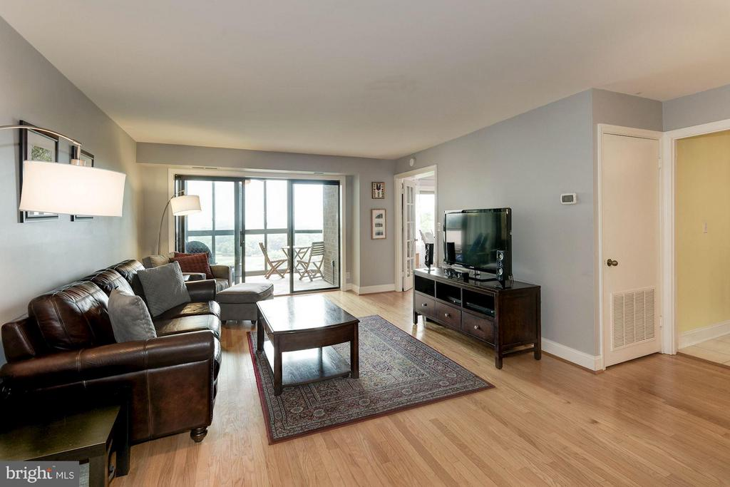 Living Room - 1600 OAK ST N #708, ARLINGTON