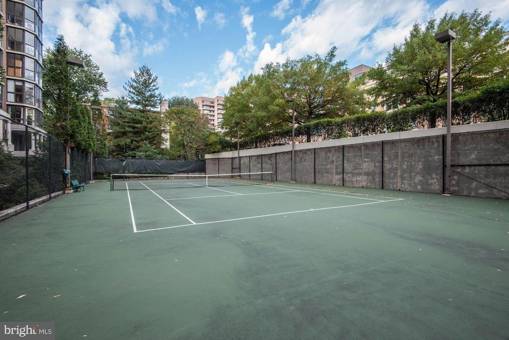 Tennis Courts - 1600 OAK ST N #708, ARLINGTON