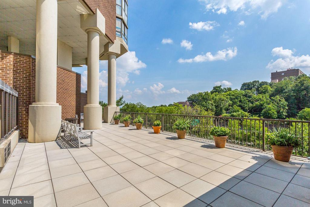 Sun Deck Patio - 1600 OAK ST N #708, ARLINGTON