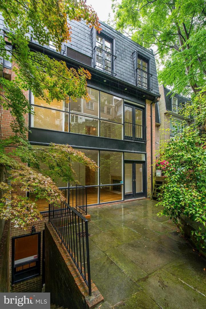 Additional photo for property listing at 2136 Cathedral Ave NW 2136 Cathedral Ave NW Washington, District Of Columbia 20008 United States