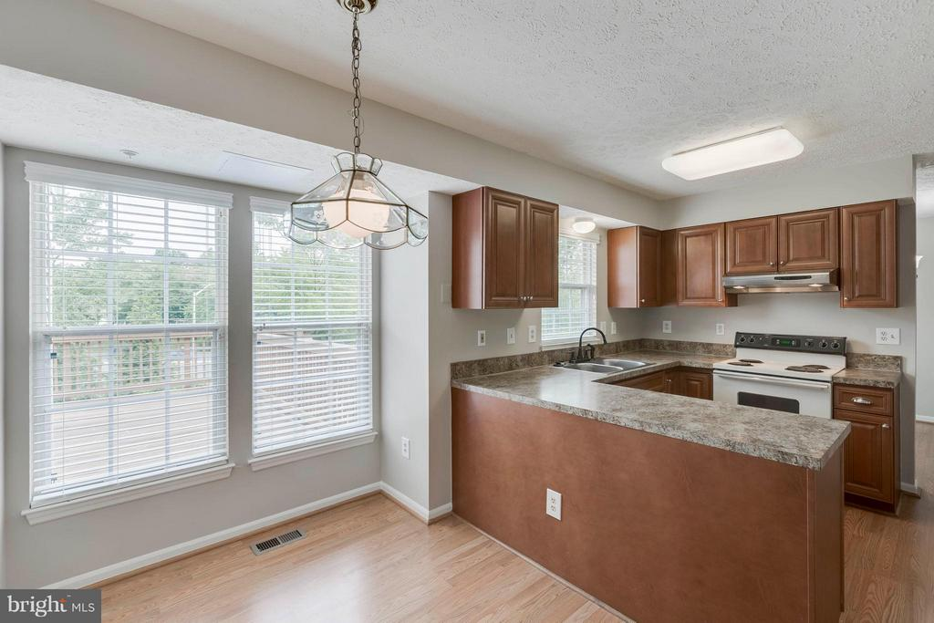 Kitchen View from Eat In Kitchen - 5 WISELY SQUARE CT, GAITHERSBURG