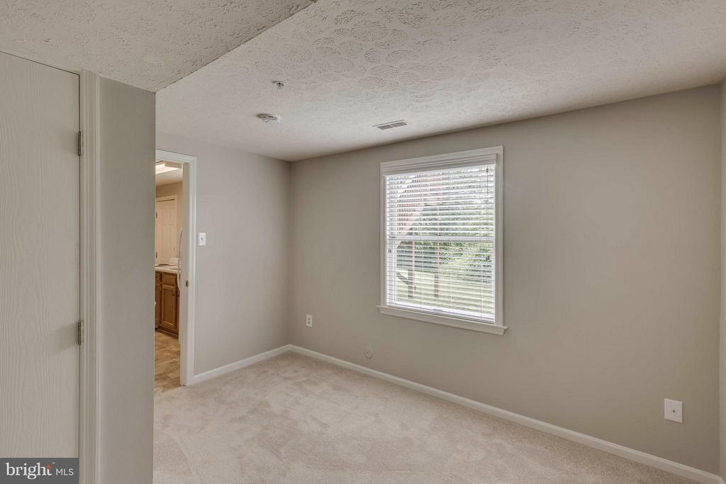 Bedroom Aux Pair - 5 WISELY SQUARE CT, GAITHERSBURG