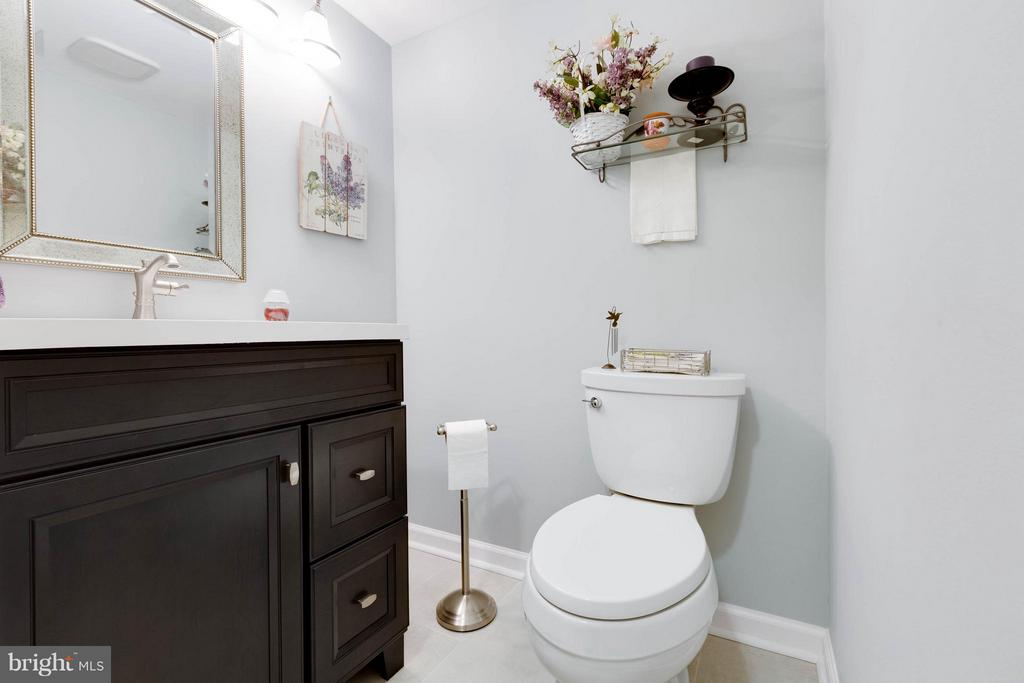 Bath - 11204 CHESTNUT GROVE SQ #305, RESTON