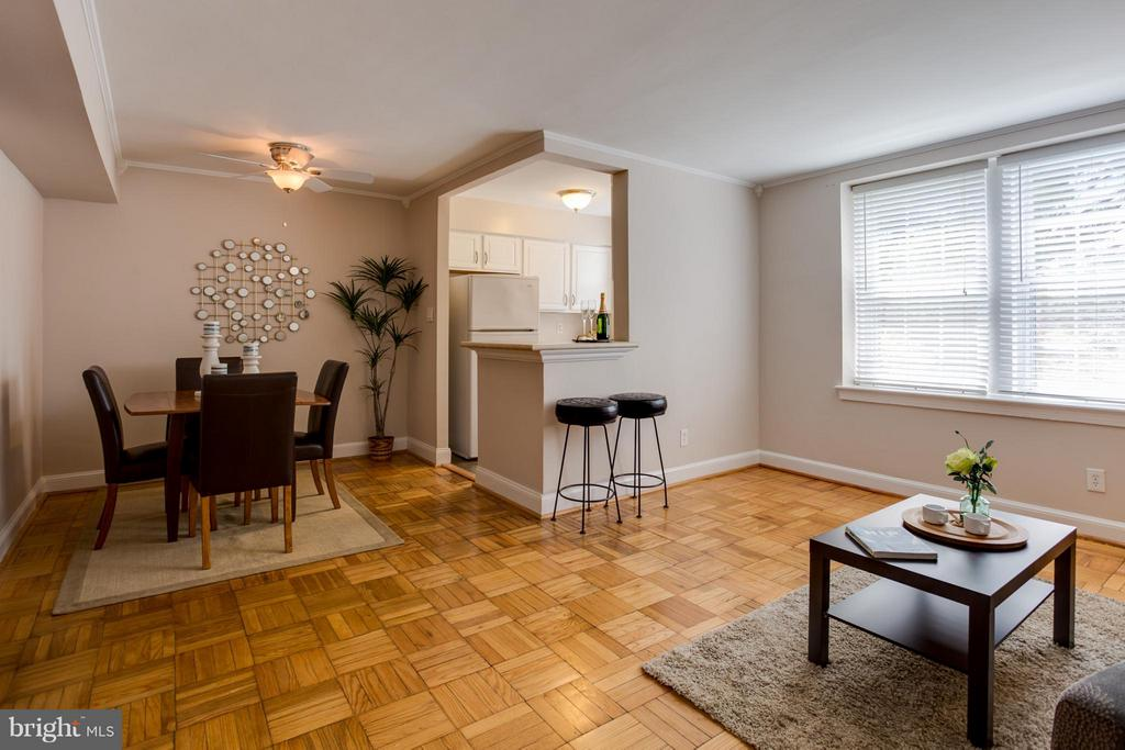 Open floor plan, bright - 22 OLD GLEBE RD #5-D, ARLINGTON