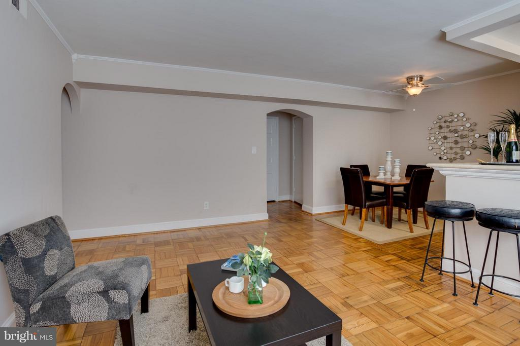 Spacious living area & separate dining room - 22 OLD GLEBE RD #5-D, ARLINGTON