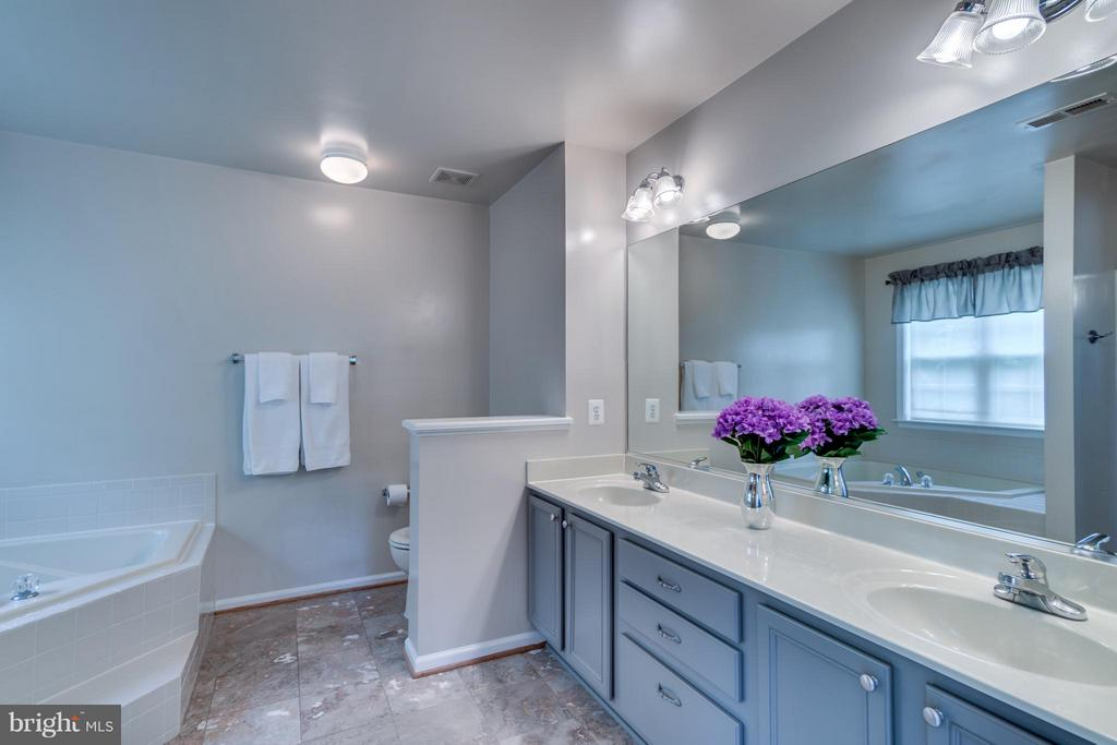 Marble Floors, Dual Vanities, Large Vanity Cabinet - 38 BELLS RIDGE DR, STAFFORD